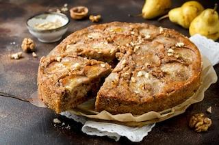 Torta pere e noci: la ricetta del dolce soffice e delizioso
