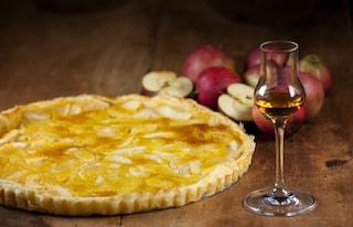 Torta di mele al calvados: la ricetta del dolce della nonna aromatizzato