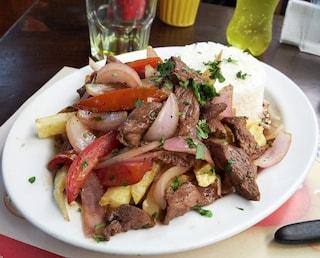 Lomo saltado: la ricetta del piatto unico peruviano