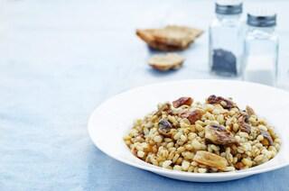 Orzotto ai funghi: la ricetta del primo piatto autunnale cremoso e saporito