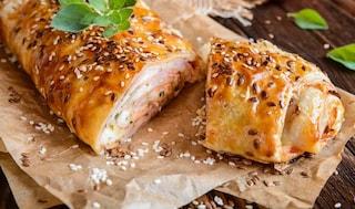 Strudel di patate: la ricetta dello strudel salato sfizioso con prosciutto cotto