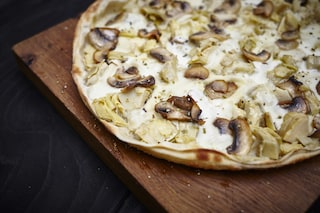 Pizza ai funghi: la ricetta croccante e golosa da fare in casa