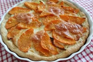Torta salata zucca e patate: la ricetta della torta rustica veloce e saporita