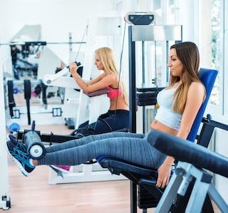 I migliori esercizi con panca multifunzione per braccia e gambe da fare a casa