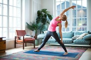 Come allenare le gambe a casa: 8 esercizi senza attrezzi