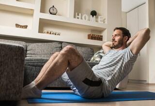 Come allenare gli addominali a casa: migliori esercizi uomo e donna