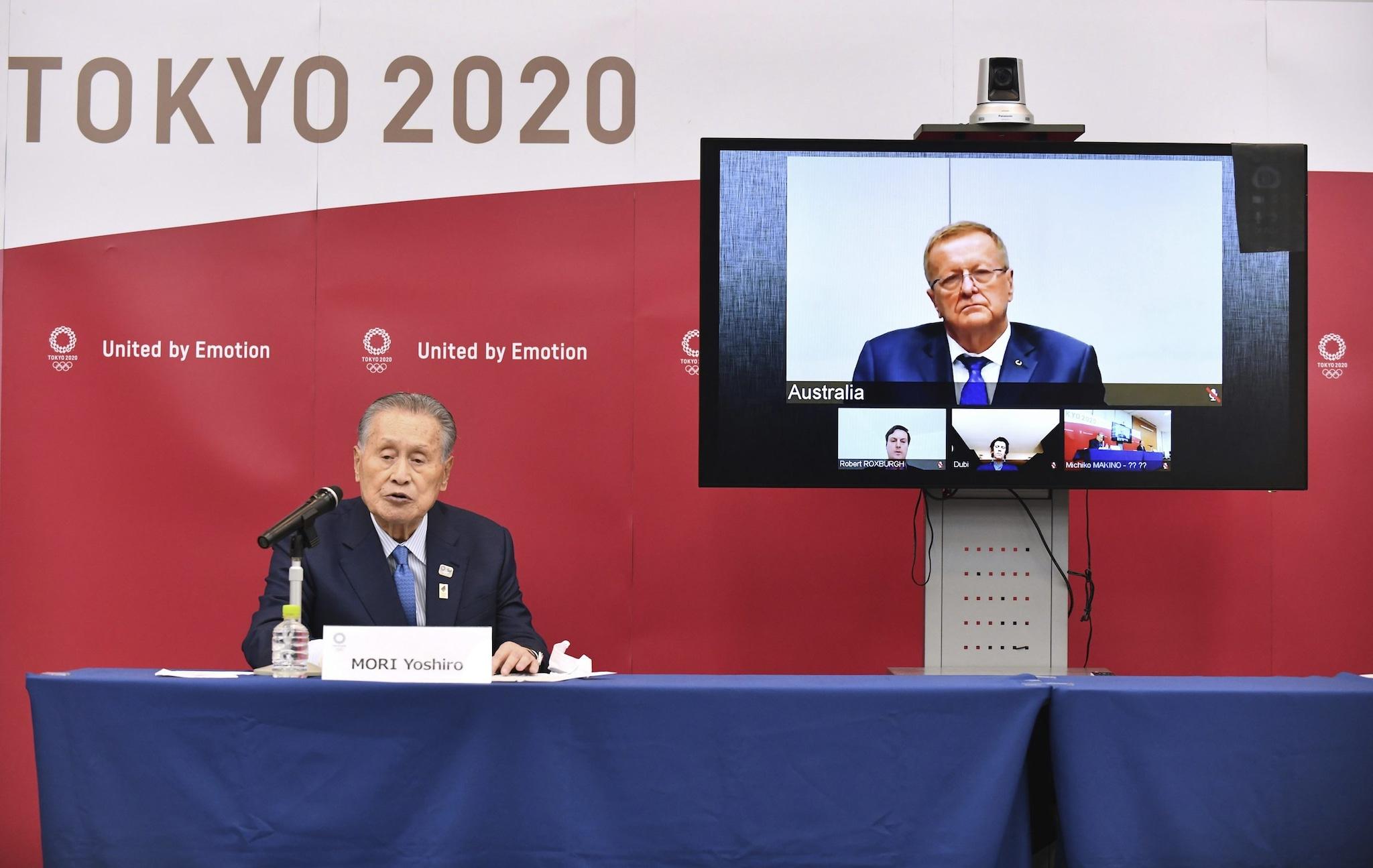 Yoshiro Mori e il vicepresidente del CIO John Coates