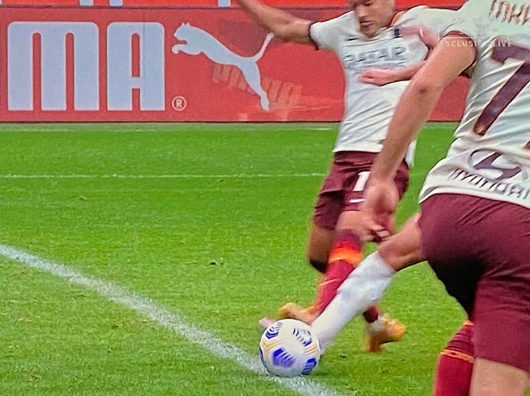 Tutti gli errori dell'arbitro Giacomelli: è ancora in Serie A grazie a una  regola
