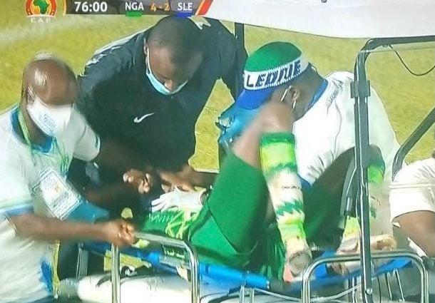 Osimhen, brutto infortunio al polso: esce in barella e va in ospedale