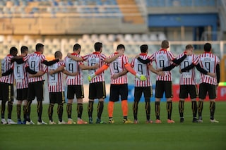 L'omaggio del Vicenza a Paolo Rossi: tutti i calciatori in campo con la maglia numero 9