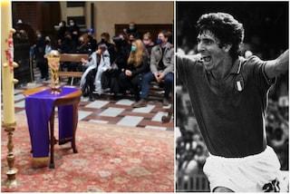Le ceneri di Paolo Rossi conservate in un'urna a forma di Coppa del Mondo
