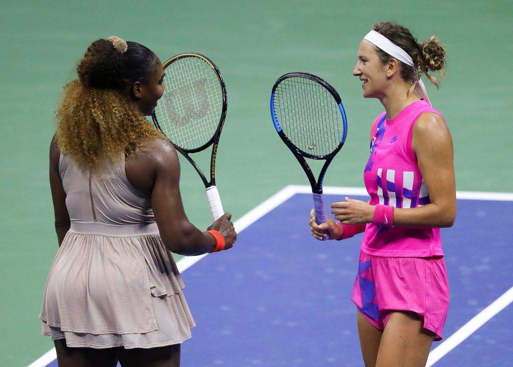 Serena Williams si complimenta con Azarenka dopo la semifinale degli Us Open.