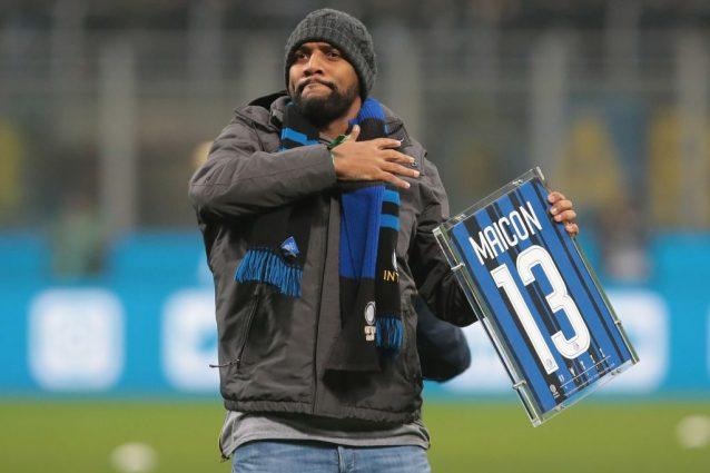 Maicon torna a giocare in Italia. E Balotelli gli dà in benvenuto