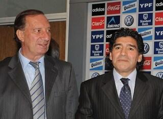 """Bilardo non sa della morte di Maradona: """"Guarda la TV e chiede 'Perché quelle bandiere di Diego?'"""""""