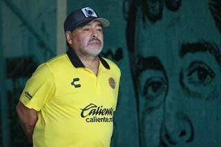 """La morte di Maradona diventa """"omicidio doloso"""": la svolta nelle indagini in Argentina"""