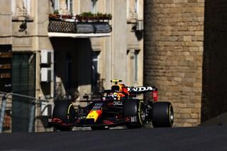 F1, prove libere 2 GP Azerbaijan a Baku: Red Bull davanti, Sainz e Leclerc a ruota. Flop Mercedes