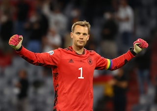 """Neuer anticipa la decisione: """"Per solidarietà ci inginocchieremo prima di Inghilterra-Germania"""""""