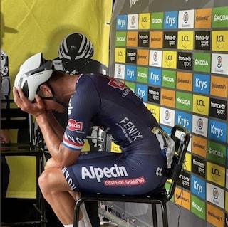 """Van der Poel vince al Tour de France e dedica la maglia gialla al nonno: """"Te l'avevo promesso"""""""