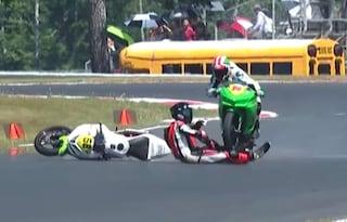 Spaventoso incidente nel MotoAmerica: pilota cade e la moto dell'avversario gli passa sopra