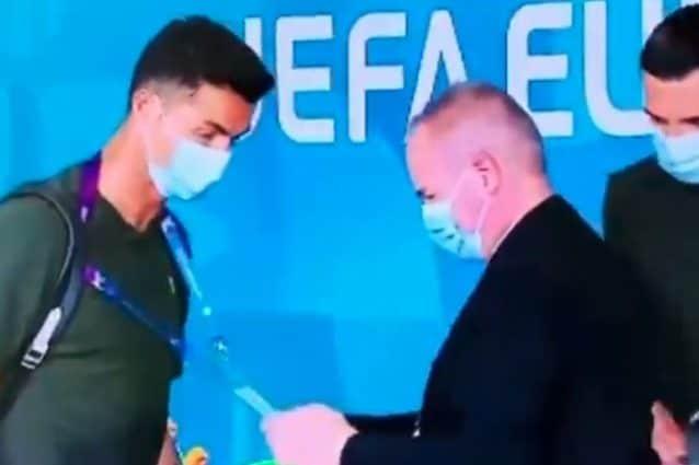 Scusi, lei chi è?: Cristiano Ronaldo fermato all'ingresso della Puskas Arena