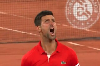"""Le urla di Djokovic indignano il Roland Garros: """"Con Berrettini è super stressante"""""""