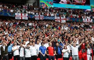 """Tifosi inglesi a Roma nonostante la quarantena, scatta l'allarme: """"Restate a casa"""""""