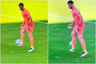 Unai Simon sbaglia lo stop e la palla finisce in rete: clamoroso errore del portiere della Spagna