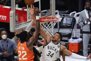 NBA Finals: Milwaukee pareggia i conti contro Phoenix, Giannis inchioda una stoppata da leggenda