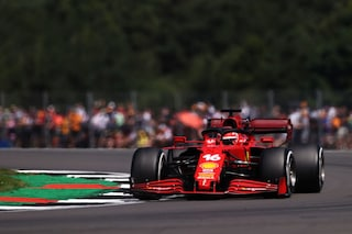 F1, prove libere 2 GP Silverstone: Verstappen il più veloce davanti alle Ferrari, ma è un warm-up
