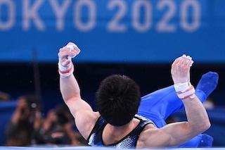 Il Campione olimpico cade alla sbarra: un'intera Nazione si veste a lutto