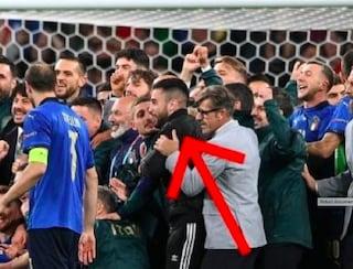 """""""Ero preso dall'euforia"""": chi è il tifoso imbucato alla festa azzurra dopo Italia-Spagna"""