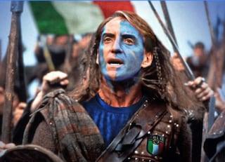 Mancini diventa Braveheart: gli scozzesi fanno il tifo per l'Italia contro l'Inghilterra
