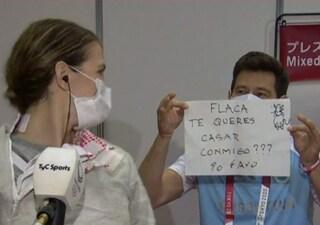 Dopo la sconfitta il coach le chiede di sposarlo in diretta TV: la favola delle Olimpiadi