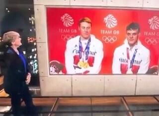 """La gaffe della conduttrice alle Olimpiadi: """"La tua terza gamba è stata fenomenale"""""""