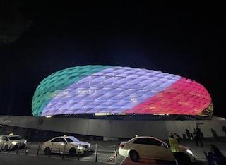 L'Allianz Arena di Monaco si tinge di tricolore, in omaggio al trionfo dell'Italia sul Belgio
