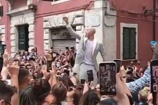 Bernardeschi ultrà nel giorno del suo matrimonio: esce dalla chiesa e lancia cori