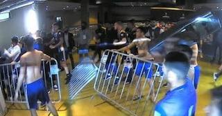 Il VAR sbaglia e scoppia la rissa: scontri tra giocatori del Boca Juniors e polizia brasiliana