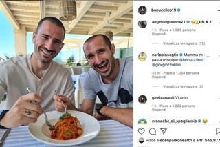 """Bonucci e Chiellini, sfotto' senza fine agli inglesi: """"Continuiamo a mangiare pastasciutta. E voi?"""""""
