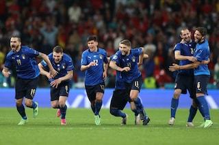 Chiellini capitano vero: tutta l'Italia corre da Jorginho, lui ha un gesto solo per Locatelli