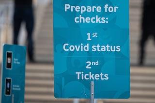 In Inghilterra il vaccino anti Covid diventa obbligatorio per calciatori e tifosi