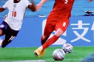 """""""Inghilterra-Danimarca da rigiocare per i due palloni in campo"""": la regola 5 spiega tutto"""