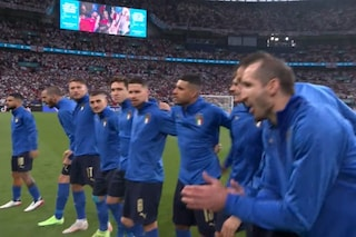 I tifosi inglesi fischiano l'inno dell'Italia: la reazione rabbiosa degli azzurri