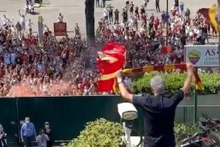 """Le immagini di Mourinho a Roma fanno il giro del mondo: """"Dicono sia finito, visto quanta gente?"""""""