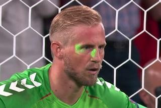 L'UEFA punisce l'Inghilterra per il laser negli occhi di Schmeichel: la sentenza è ufficiale