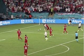 Lo scandalo di Inghilterra-Danimarca: due palloni in campo e un rigore generoso