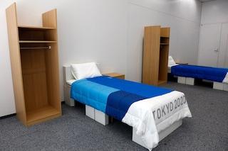 """Nel Villaggio Olimpico di Tokyo i letti """"anti-sesso"""", ma il video di un atleta mostra la verità"""
