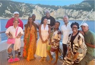 La sfarzosa vacanza di Magic Johnson in Italia: yacht super lusso da un milione a settimana
