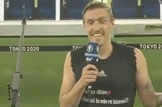 """""""Ti amo, vuoi sposarmi?"""": si inginocchia in diretta TV e fa la proposta di matrimonio dalle Olimpiadi"""