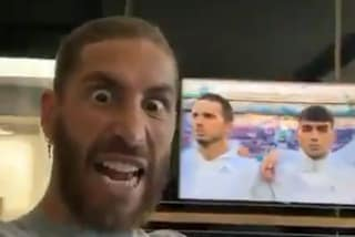 Sergio Ramos fuori di sé davanti alla TV: un milione di like dai tifosi della Spagna