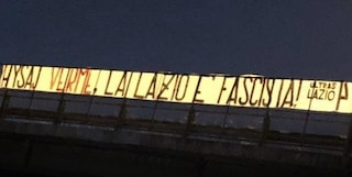 """Striscione degli ultrà contro Hysaj: """"Verme, la Lazio è fascista"""""""
